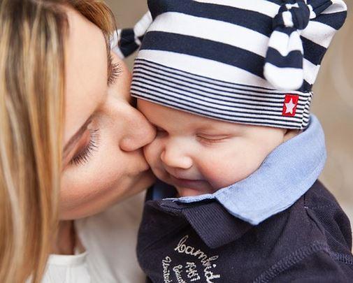Babysitter, Baby oder Mama und Baby