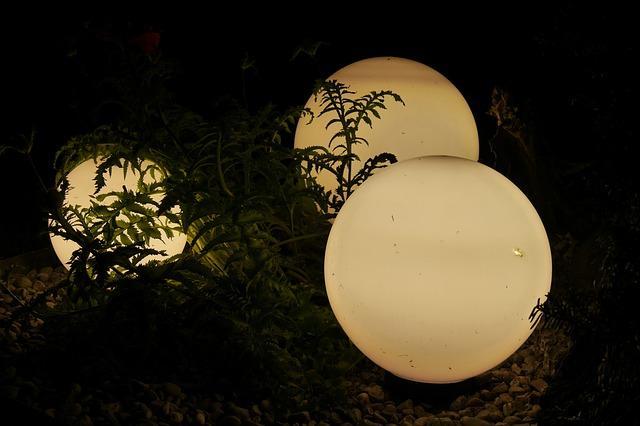 Die Gartenbeleuchtung kann in den Boden integriert werden