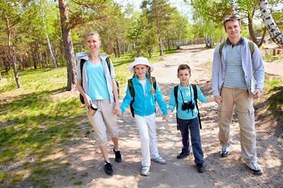 Bild Familie beim Wandern
