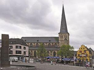 Mönchengladbach St. Maria Kirche und Markt