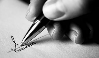 Bild Vertrag unterschreiben