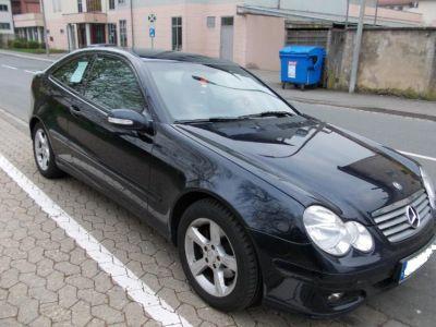 Bild schwarze Mercedes C-Klasse