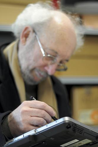 Bild Mann mit Tablet