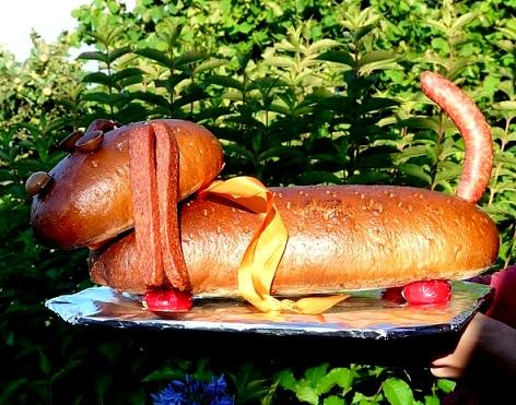 Bild Geschenk Brot in Hundefrom / Wurstwaldi
