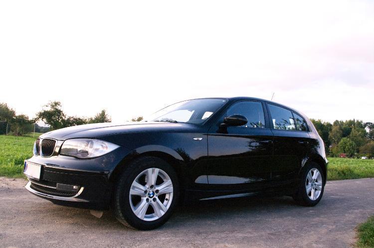 Bild schwarzer BMW 1er