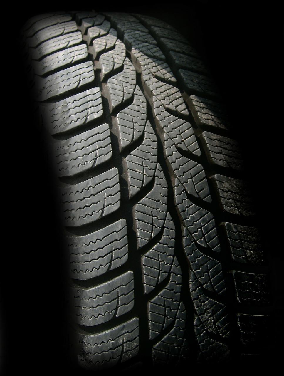 Bild Reifenprofil an Autoreifen