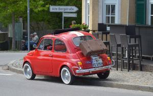 Bild Roter kleiner Fiat