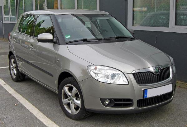 Bild grauer Škoda Fabia