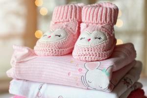 Bild pinke Babykleidung