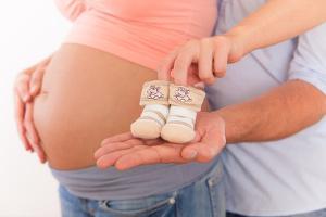 Bild Babybauch mit Mama und Papa
