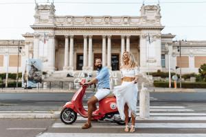 Paar Sightseeing in Rom