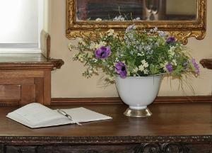 Bild Gästebuch auf Tisch