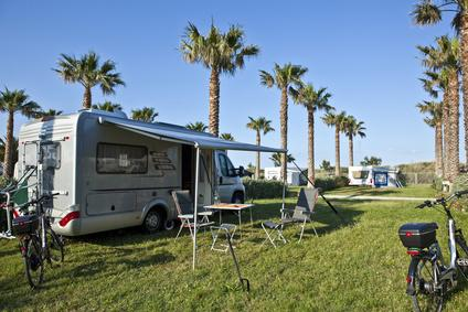 Wohnmobil auf Campingplatz