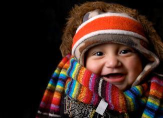 Bild Baby mit Schal und Mütze