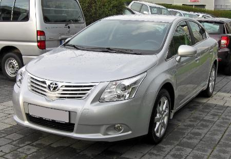 Toyota_Avensis_III_front