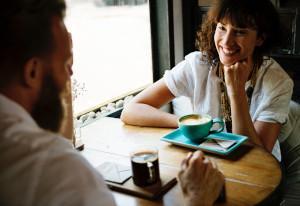 Mann und Frau bei Date