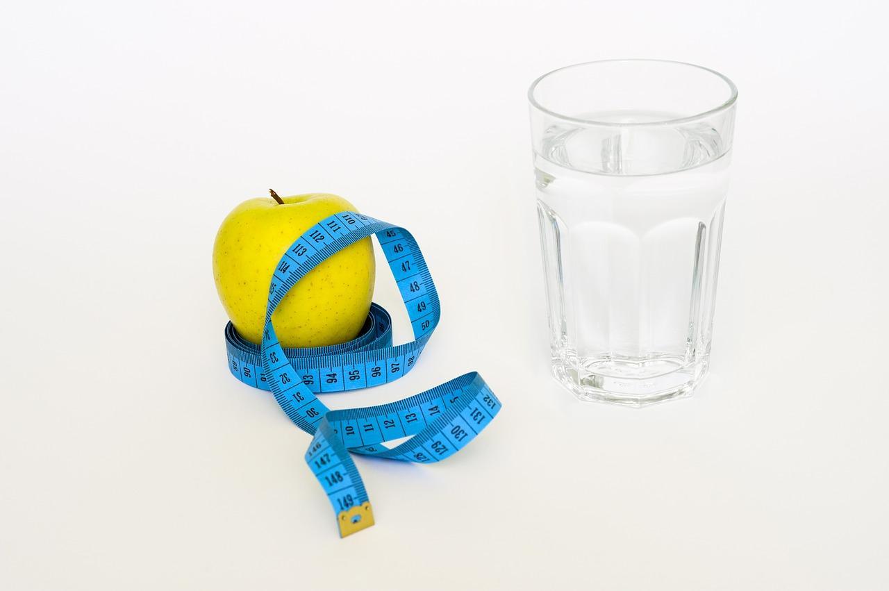Bild Apfel und Mineralwasser