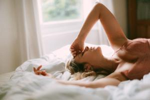Frau täuscht Orgasmus vor