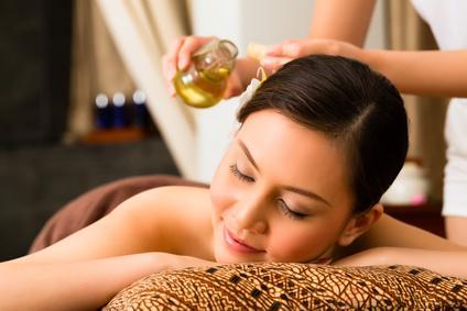 Erotische Massage mit Öl
