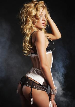 In Dessous gekleidet ist die Partnerin oft erotischer als ganz nackt
