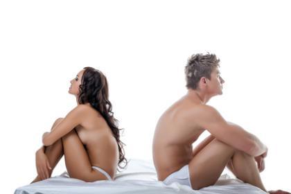 Frustriertes Paar im Bett