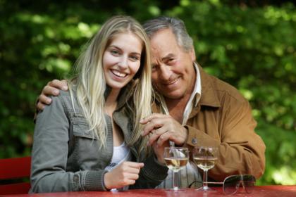 Jüngere männer suchen ältere frauen