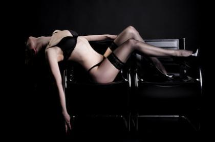 Erotische Frau in Reizwäsche