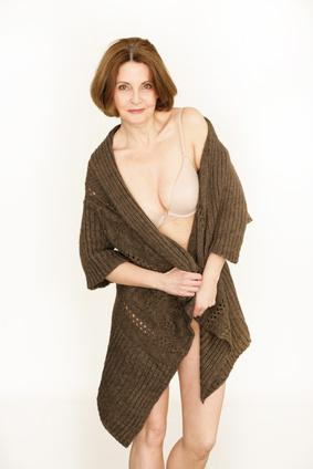 Ältere Frau in Unterwäsche