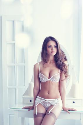 Frau in erotischen Dessous