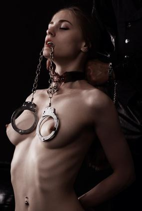 BDSM Rollenspiel mit Handschellen