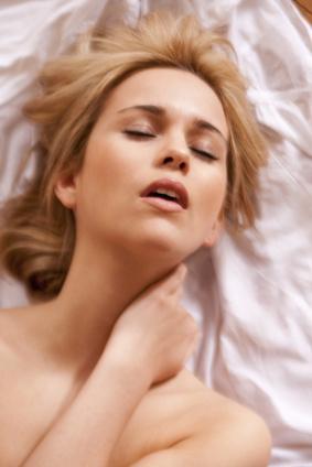 Frau genießt eine Tantra Massage