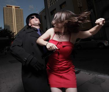 Bei einer Verfolgung  hilt nur Selbstverteidigung gegen Stalker.