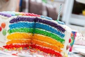 Kindergeburtstag bunte Torte