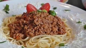 Bild Teller mit Spaghetti und Tomatensoße