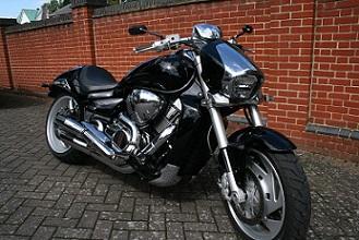 Bild schwarzes Motorrad von vorne