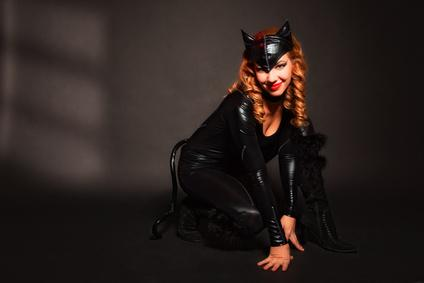 Bild Frau im Catwomankostüm