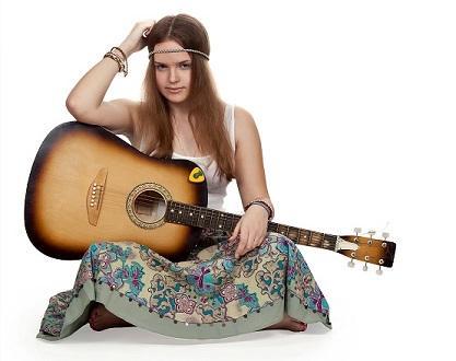 Bild Frau in Hippiekostüm