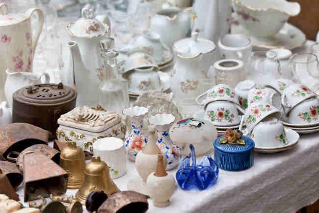 Bild von Antiquitäten auf Flohmarkt
