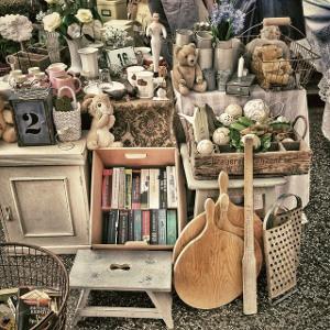 Bild Aussteller auf einem Flohmarkt