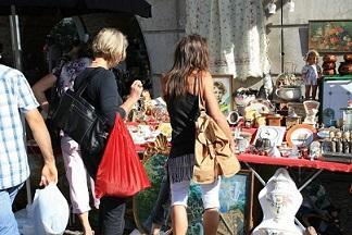 Bild Antiquitäten auf Flohmarkt