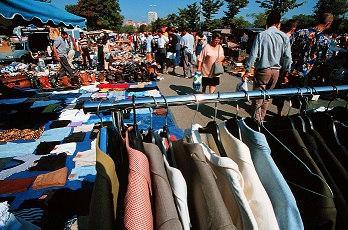 Bild Verkauf auf Flohmarkt