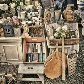 Bild Flohmarkt mit Antiquitäten