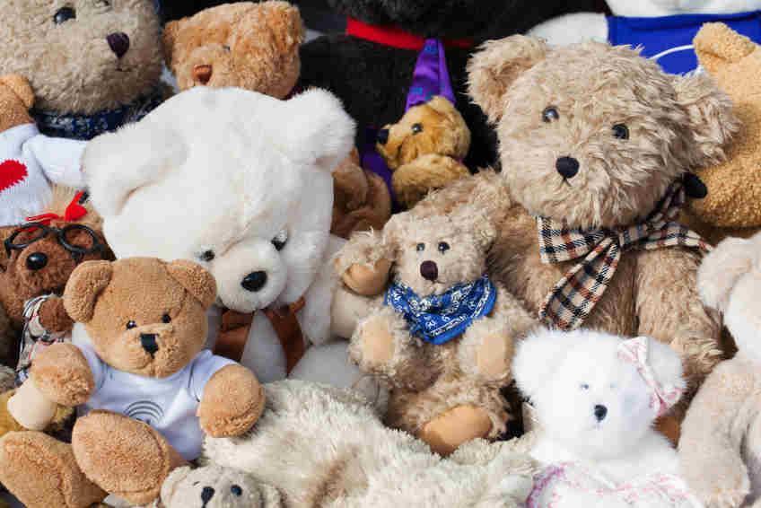Bild von Teddys auf Kinderflohmarkt