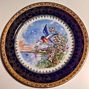 Bild bemalter Teller aus Porzellan