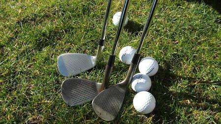 Bild Golfschläger und Bälle
