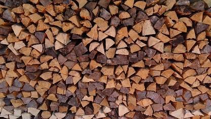 Bild gestapeltes Brennholz