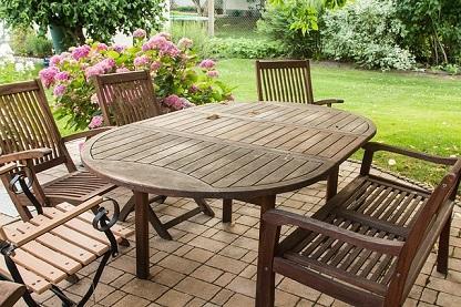 Bild Gartenmöbel aus Holz