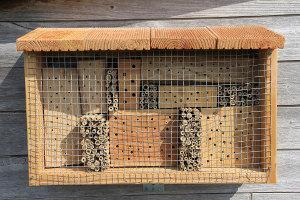 Insektenhotel bauen Wandmontage