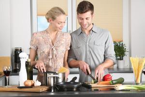 Bild Frau und Mann beim Kochen