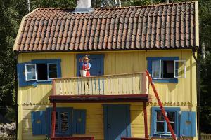 Bild Pippi Langstrumpf vor Haus